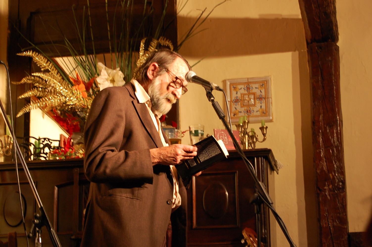 Pablo Guerrero en la presentación en el Café Libertad de El rio de los ojos