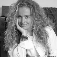 Yolanda Saenz de Tejada en Versos sobre el Pentagrama (Fotografia extraída de http://sevillatrendy.com)