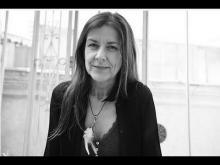La cantautora, poeta y artista plástica, Cristina Narea. Imágen extraída de Casa América.(www.youtube.com/watch?v=DApL714b8uQ)