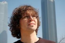 El poeta y cantautor Paco Bello (Fotografía extraída de http://clubdepoesia.com/pacobello/)